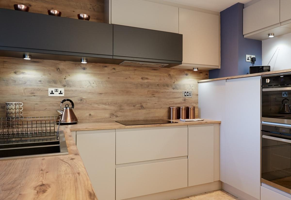 Continuous laminate and worktop splashback